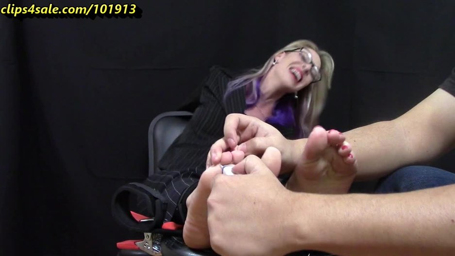 TICKLING MY AUNT - TRICKED INTO TICKLE TORTURE - JUST THE TICKLING