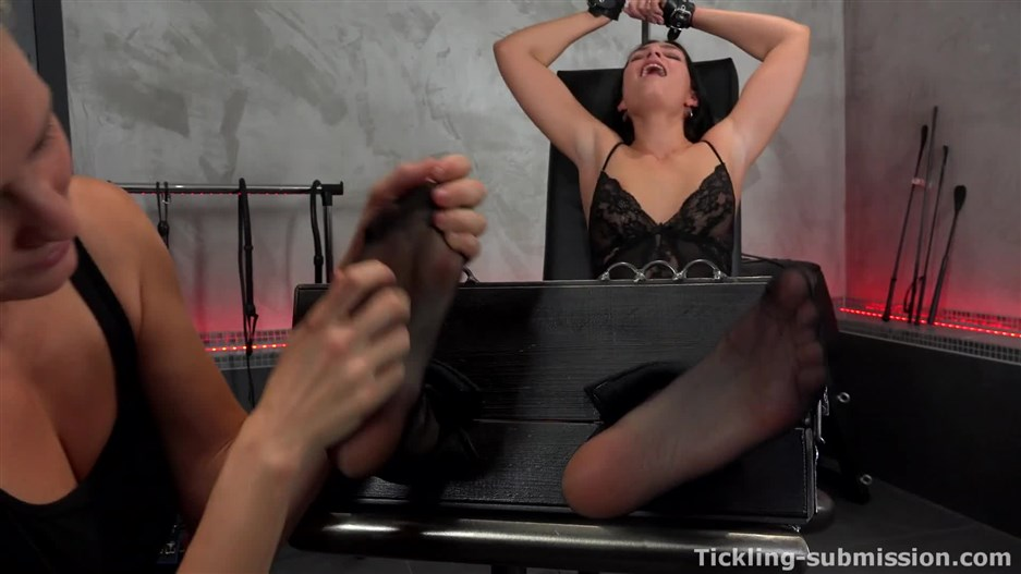 Ticklish Leanne Lace On Captain